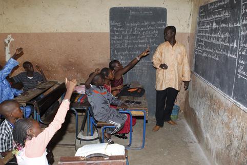ecole-rentree-scolaire-2013-2014-a-bamako-lequation-de-la-liberation-des-ecoles-hebergeant-les-sinistre (1)